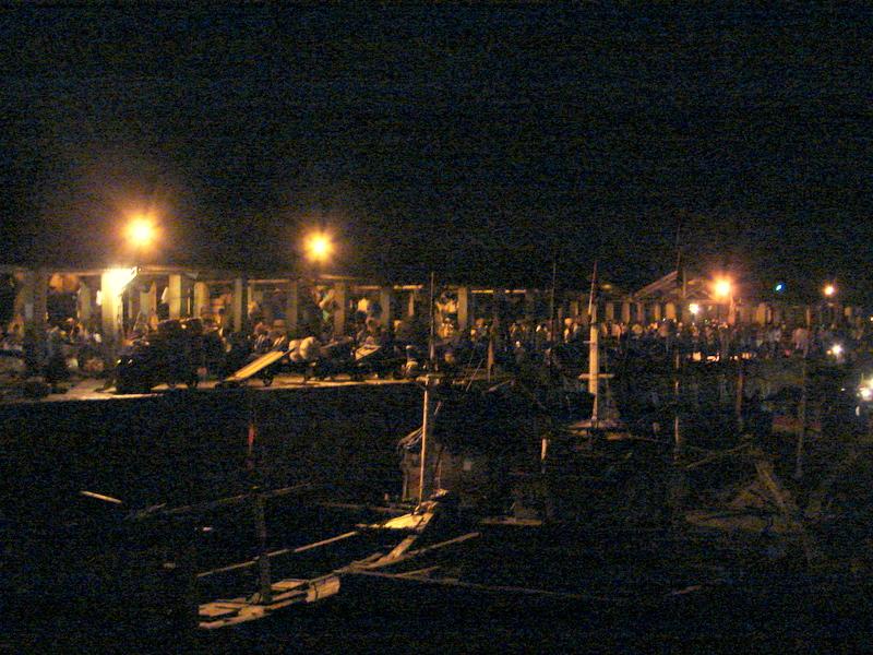 Sassoon Docks (pre-dawn activity)