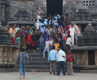 Hoyalesvara Tourists