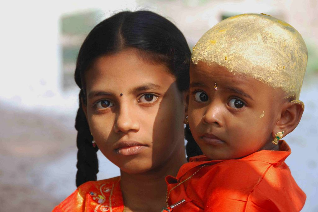 India Travel | Pictures: Girl little sister road madurai