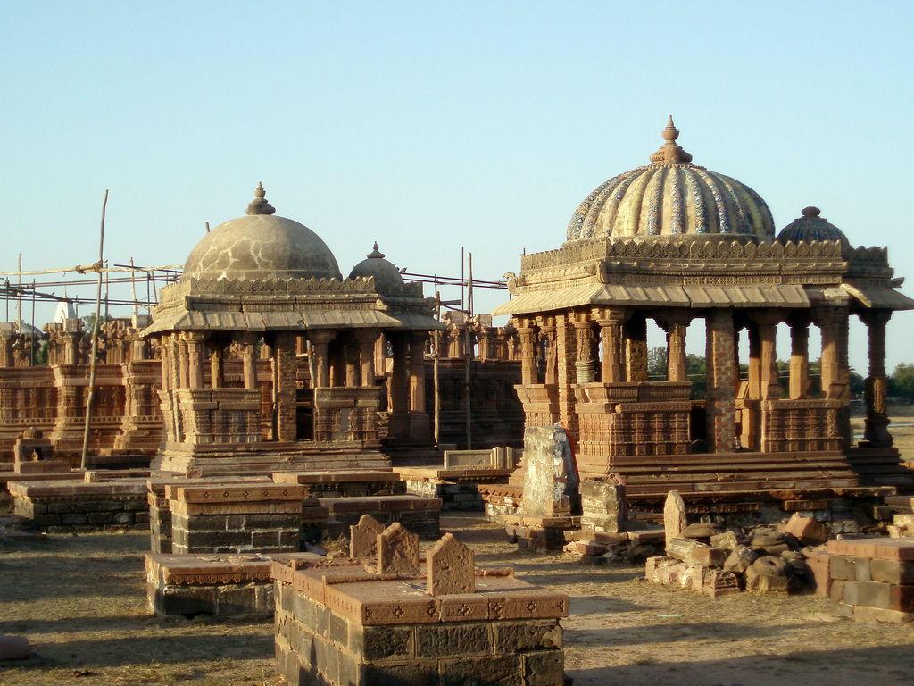 Bhuj, cenotaphs