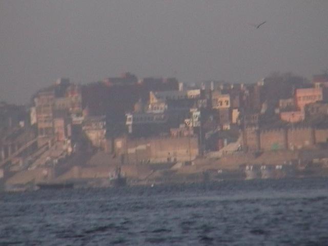 Varanasi in morning mist (1)