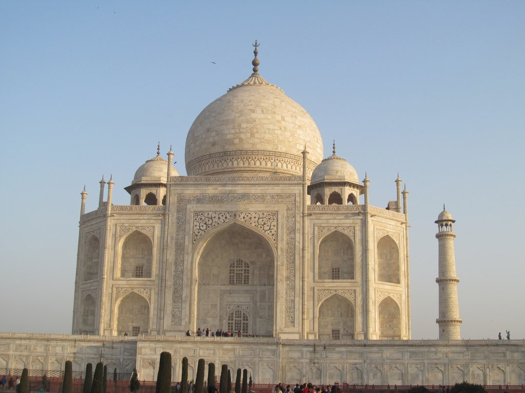 https://www.indiamike.com/files/images/85/78/21/another-view-of-the-taj-mahal.jpg