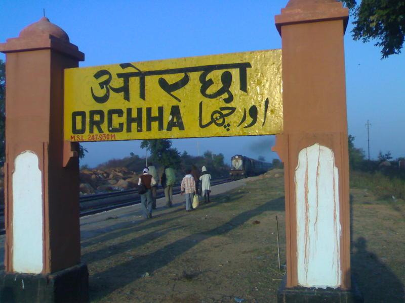 how to reach khajuraho by train