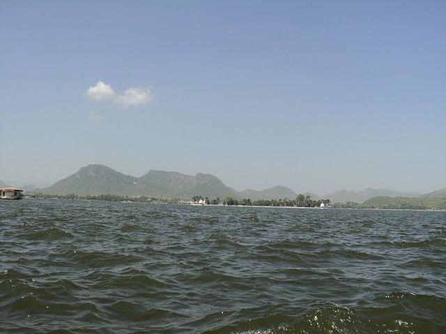 Name:  Fateh Sagar Lake.jpg Views: 20714 Size:  48.2 KB