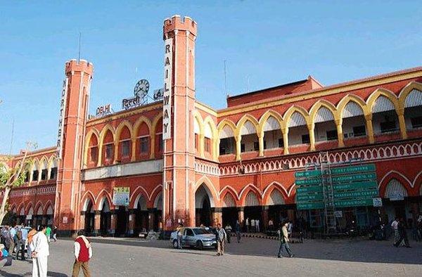 old delhi stn.jpg