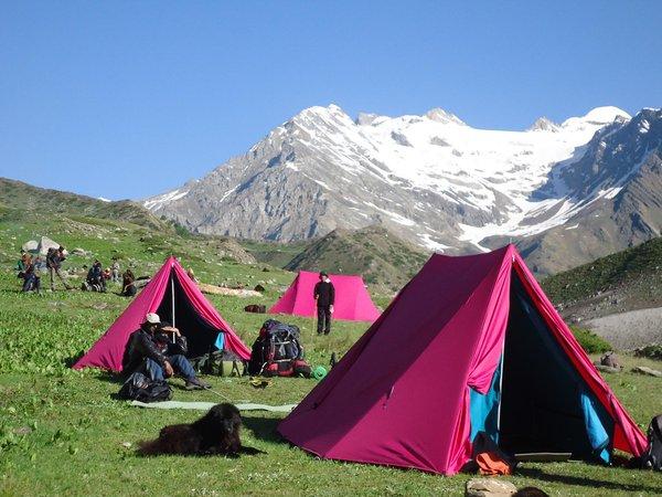 Camping at Ranikanda Meadows, Lamkhaga pass trel