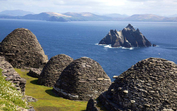Name:  beehive-shaped-huts-where-the-monks-lived-on-skellig.jpg Views: 90 Size:  81.3 KB