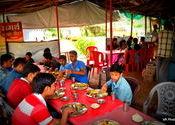 Company for Lunch by vaibhav_arora.  Tags: panhala, company.