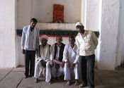 Group picture in Orchha by EkCoffee.  Tags: Madhya Pradesh, Orchha.