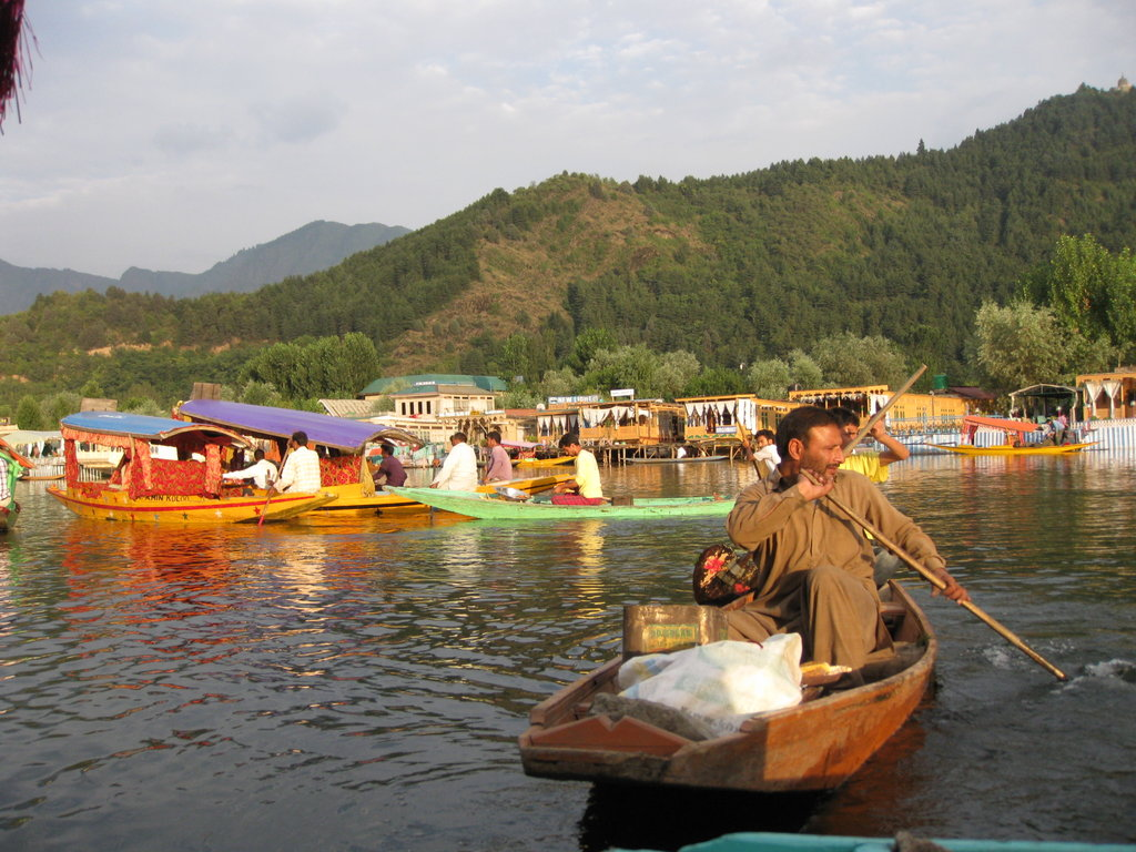 jammu kashmir Jammu pronunciation (help info) is the largest city in the jammu division and the winter capital of state of jammu and kashmir in india it is situated on the banks of the tawi river.