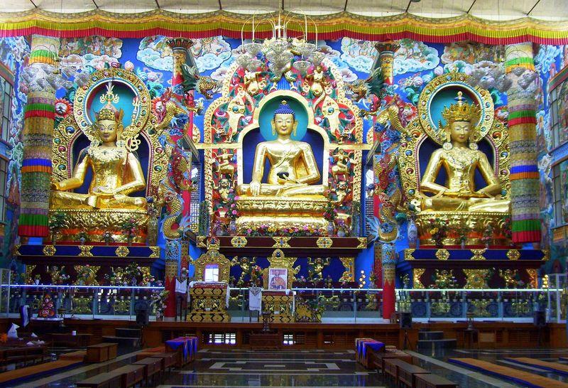 Inside Namdroling Monastery, Kushalnagar, Coorg - India ...