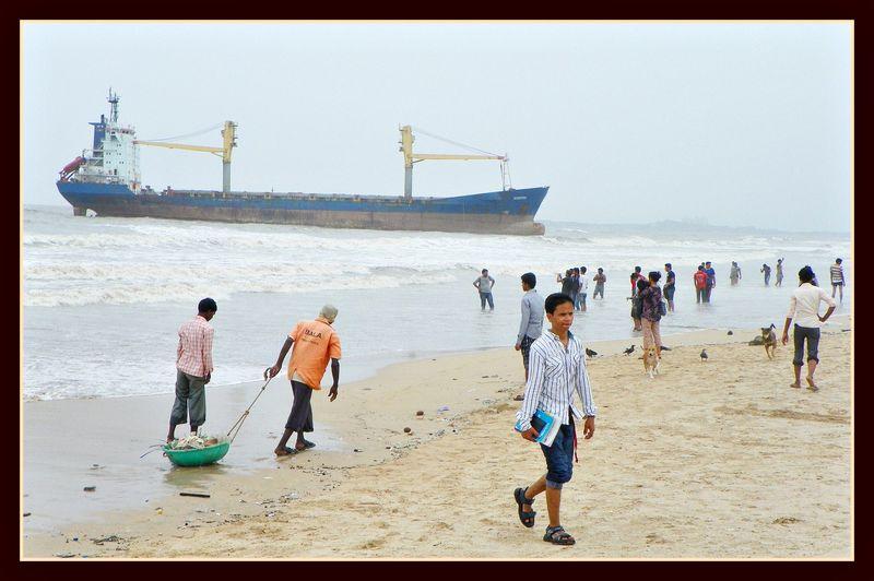 Mumbai - Ship at Juhu Beach