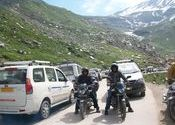 Traffic Jam at Some where before ROHTANG........ by Bhaskar kumar.  Tags: Rohtang Pass.