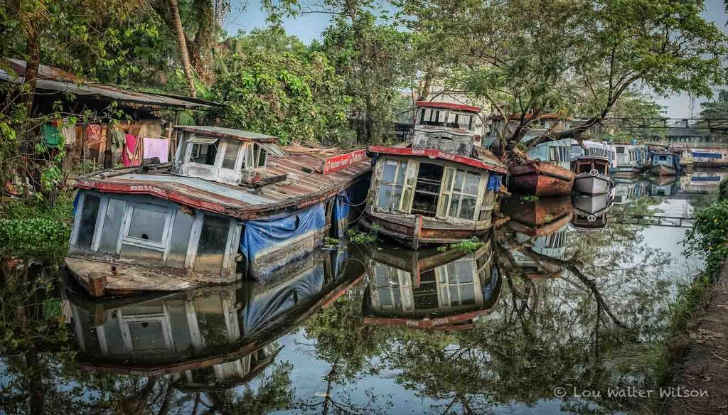 Boat junkyard the dark but artistic side of alleppey for Outboard motor salvage yard