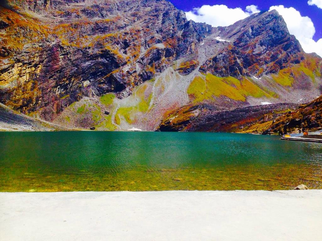 Hemkund Sahib Lake