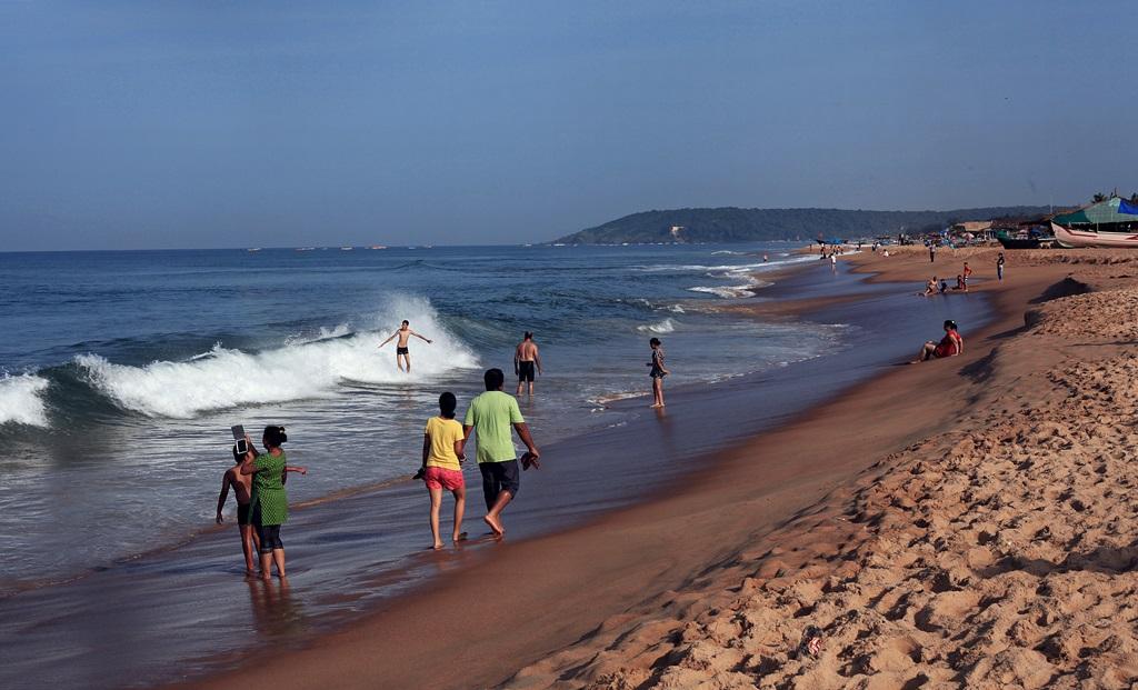 Goa Beach Hd Images: Candolim Beach At Noon....finest Beach Of North Goa