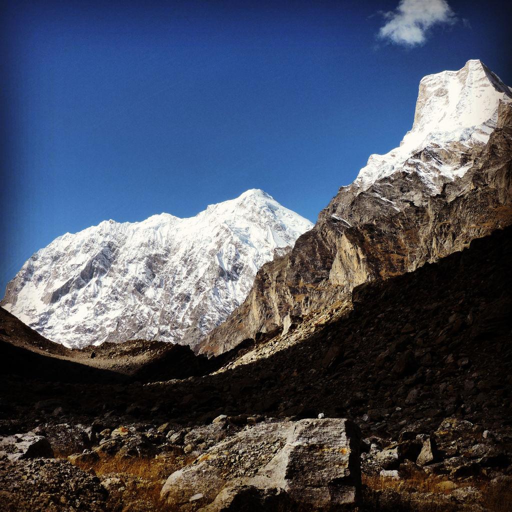 Mt. Chaukhamba and Mt. Balakun from Chakratirtha