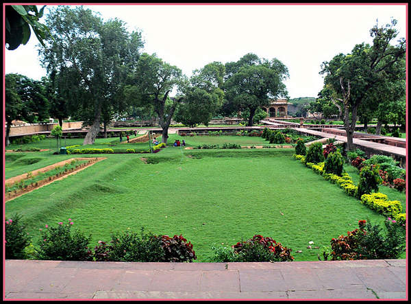 Name:  Garden Inside Deeg Palace.jpg