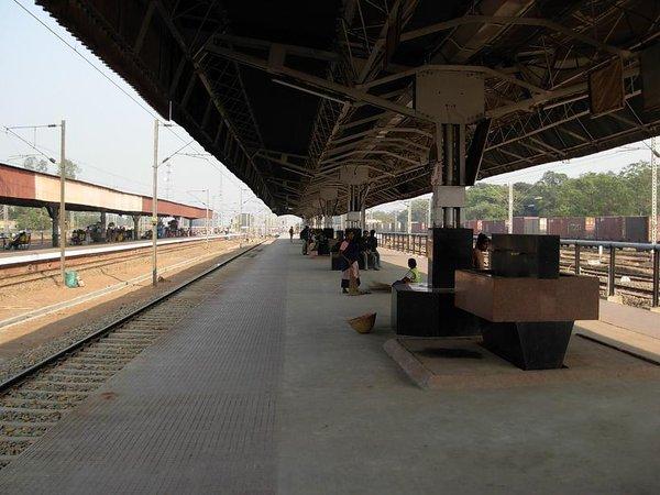 Kharagpur_Railway_Station_2.jpg