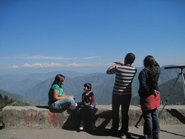 Name:  At roadside viewpoint-Me explaining peaks.JPG Views: 8268 Size:  69.8 KB