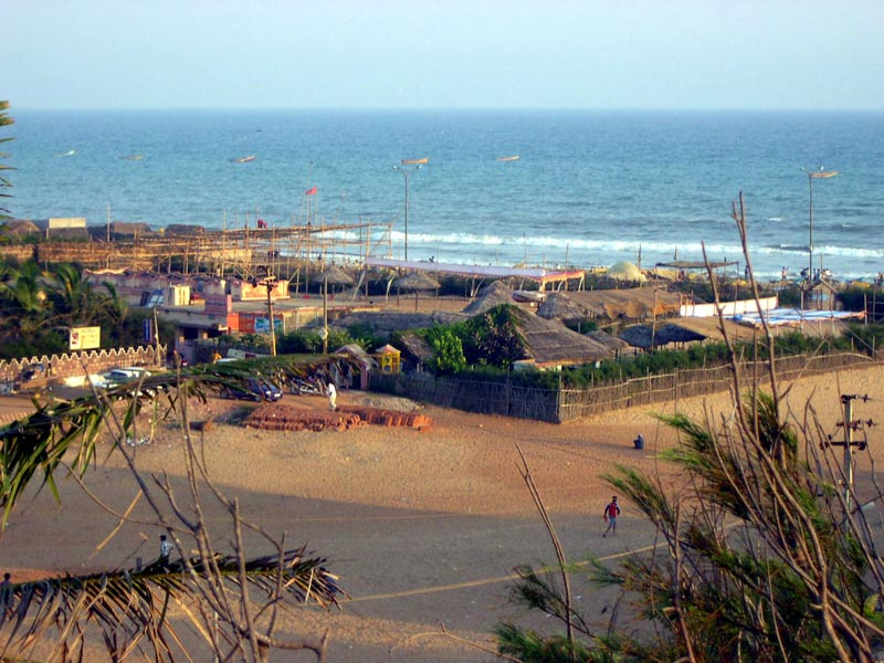 Puri-beach-scene-from-rooft.jpg