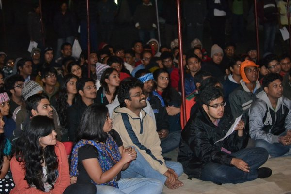 Name:  audience enthralled...jpg