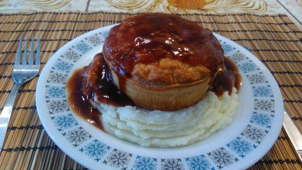 Name:  steak_pie_n_mash.jpg Views: 160 Size:  66.3 KB