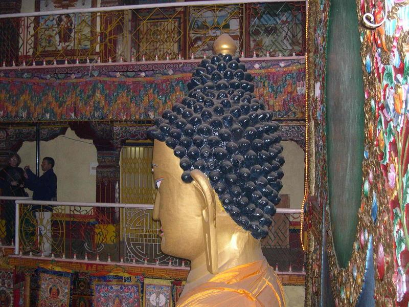 Piano superiore, faccia a faccia con Buddha.jpg